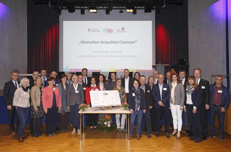 """Patentreffen zur """"Regensburger Erklärung"""" im Aurelium in Lappersdorf Durch Inklusion die Arbeitswelt bereichern"""