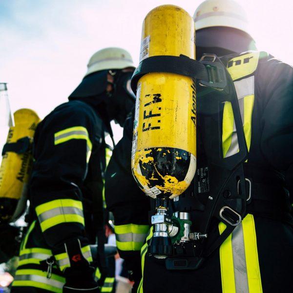 Feuer in der Schlesischen Straße in Neutraubling Nachbarin hilft bei Brandbekämpfung