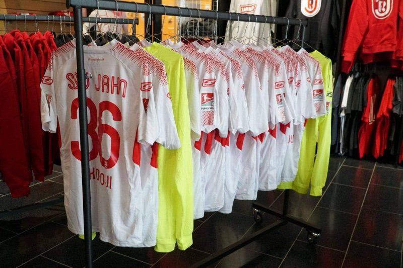 Schnäppchen für alle Fans des SSV Jahn Regensburg Lagerverkauf im Fanshop von Dienstag bis Donnerstag