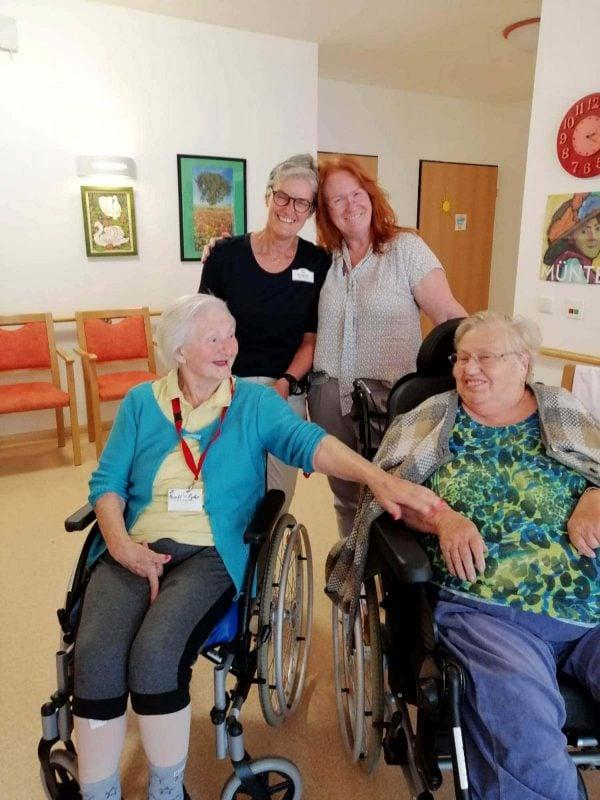 Fleißige Betreuungsassistentinnen im Seniorenwohnheim Rosengarten in Regensburg Sie leisten wertvolle Arbeit
