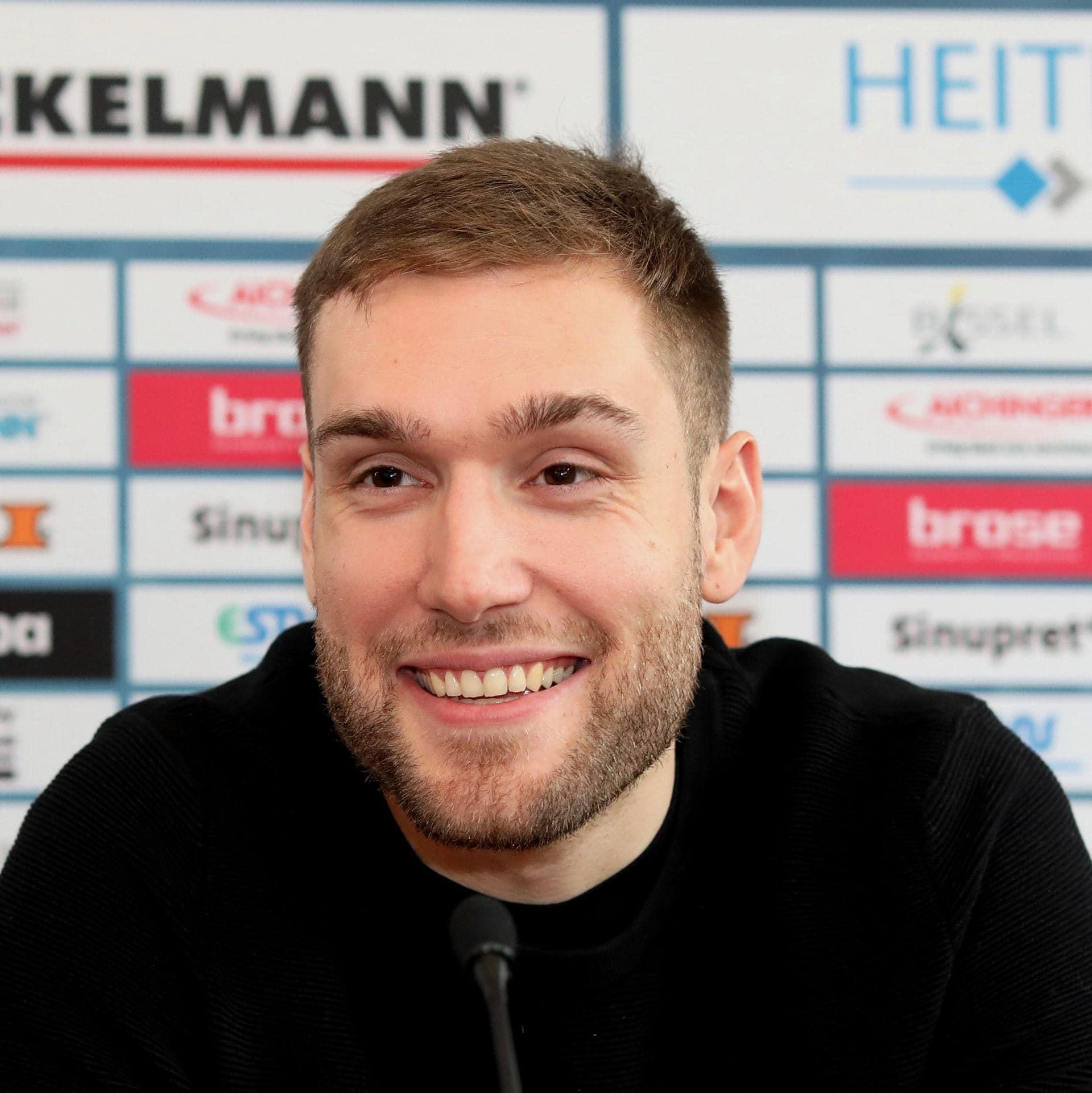 Blizz Lerserreporter: Neuer Top-Torhüter beim HC Erlangen HC Erlangen verpflichtet Torhüter aus der Champions-League