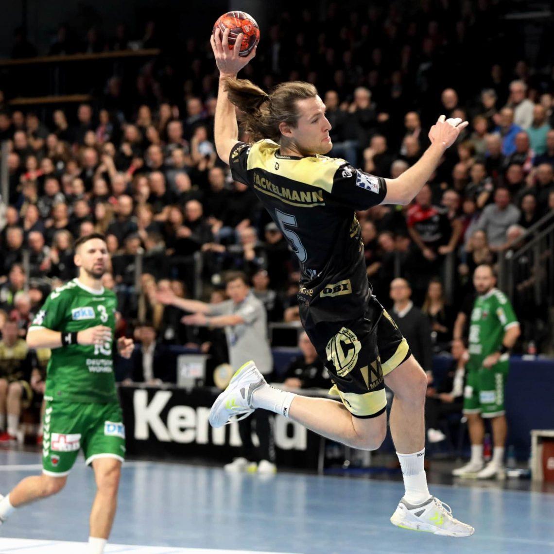 Blizz Leserreporter: Handball HC Erlangen Handball: Ausverkaufte ARENA beflügelt den HC Erlangen zum Sieg gegen die Füchse