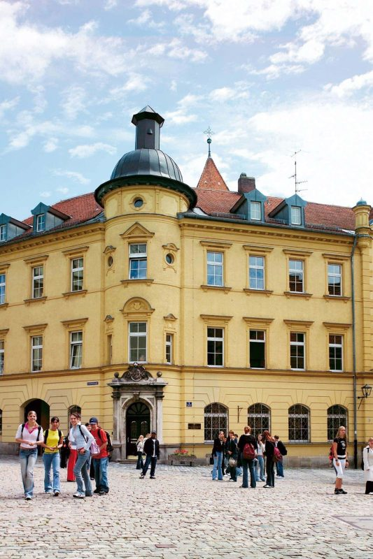 85 Jahre Private Schulen Breitschaft in Regensburg  ... und kein bisschen alt