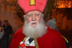 Nikolaus mit echtem weißem Rauschebart
