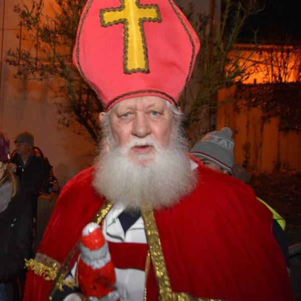 Nikolaus mit echtem weißem Rauschebart Viele Nikoläuse in der Region