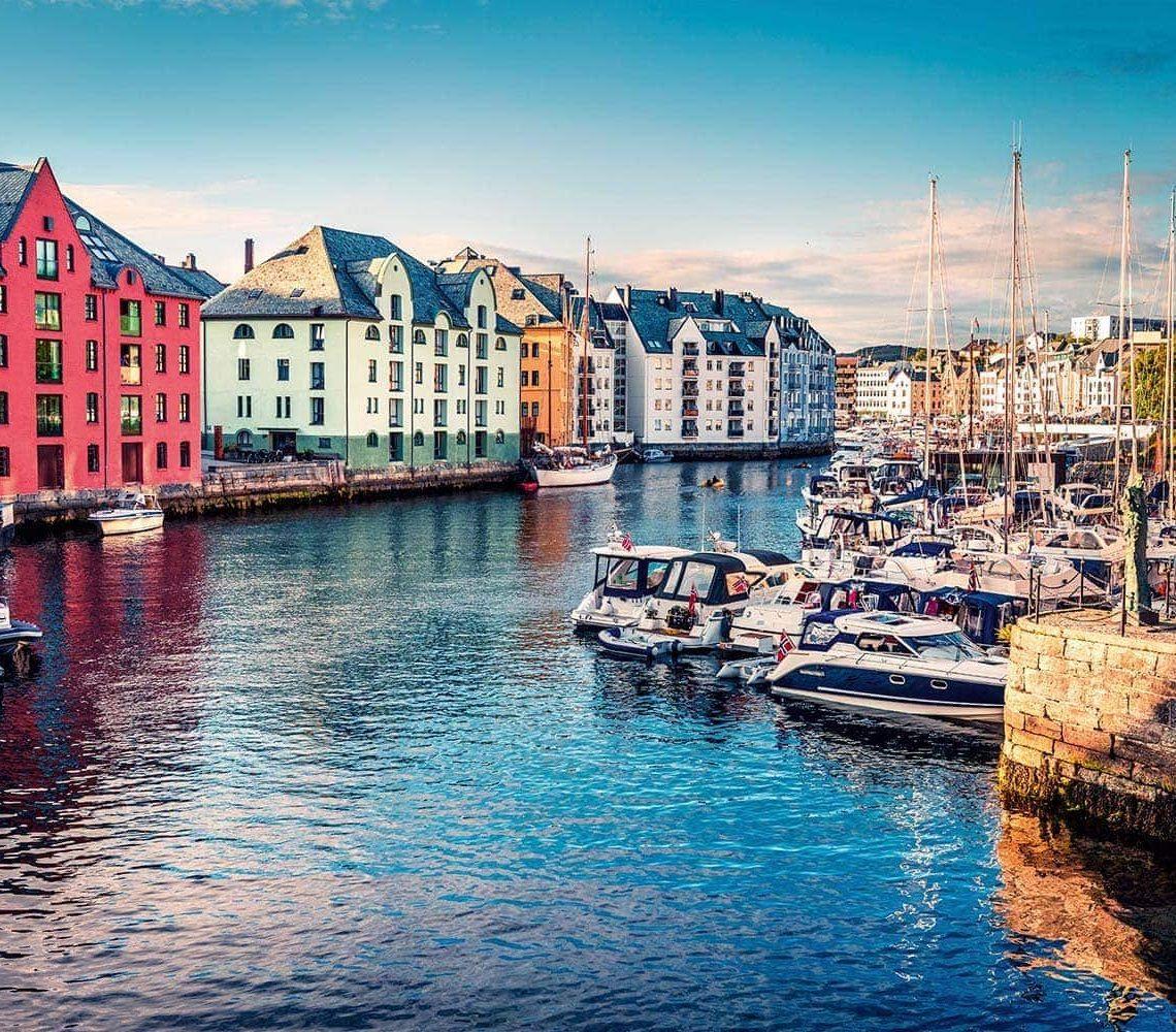 Mit Sammüller Reisen die Fjorde Norwegens und die Schönheit des Baltikums entdecken / Frühbucherpreise sichern und viel Geld sparen Ein unvergesslicher Urlaub im farbenfrohen Norden von Europa