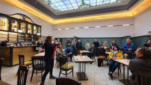 Kathrin Fuchshuber (li.) hat die Leitung des Hotels Münchner Hof von ihrer Mutter Karin Helmberger übernommen