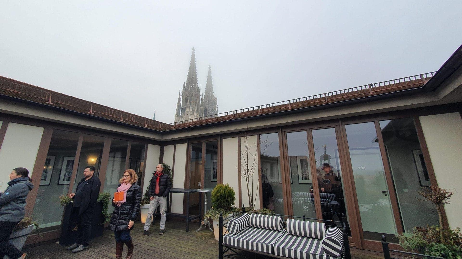Nicht nur bei Sonnenschein sehenswert ist die Dachterrasse des Hotels Goliath