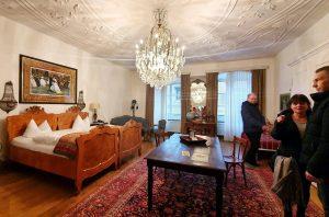 Eher ein Schlafsaal als einfaches Hotelzimmer im Orphee