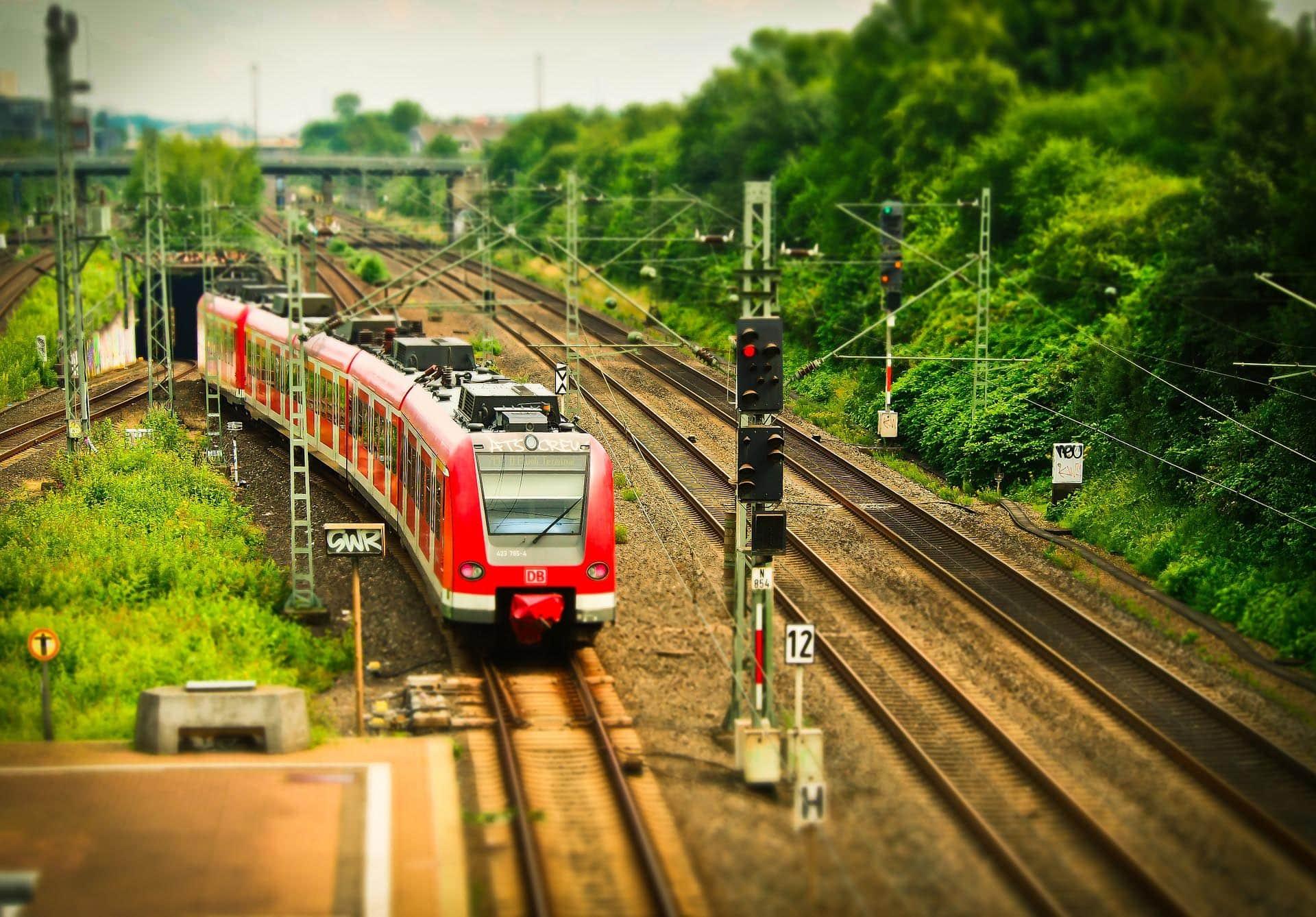 Bahnfahren im 30-Minuten-Takt S-Bahn-ähnlicher Betrieb für über 1,3 Mio. Menschen in der Region