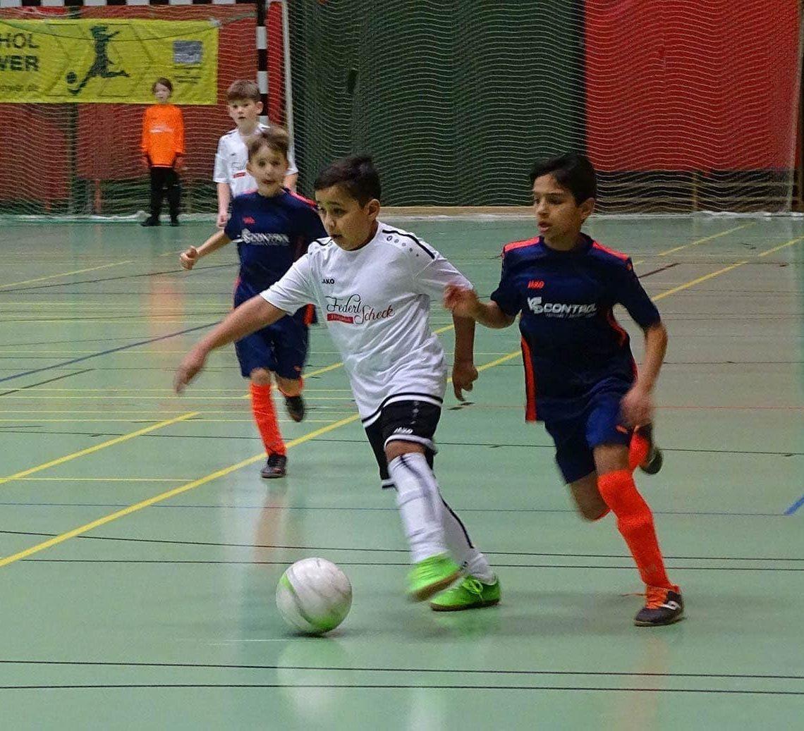 Regensburg: Drei Tage Hallen-Kick in der Nordhalle SV Sallern gewinnt vier der acht Turniere