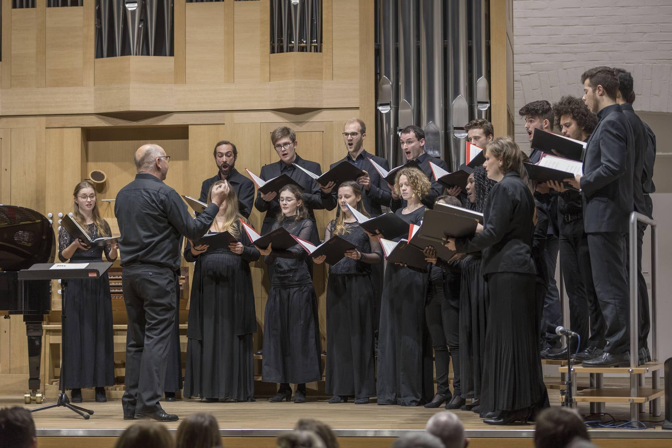 Konzerte Sallern starten mit dem Neuen Kammerchor der HfKM Blizz Leserreporter: Von Ewigkeit zu Ewigkeit