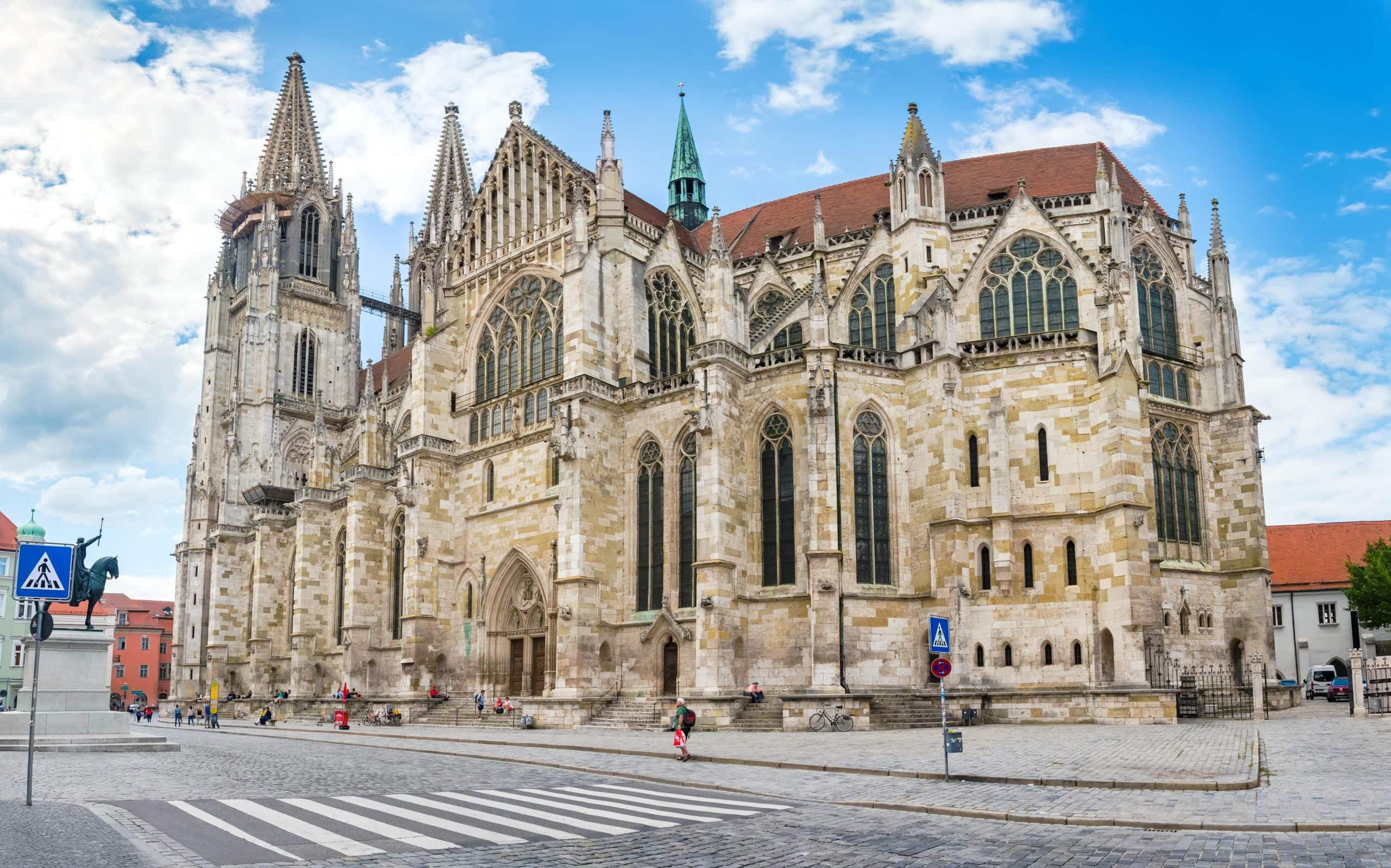 Advent im Regensburger Dom St. Peter Das Domkapitel erweitert das Angebot, den Advent geistlich zu begehen