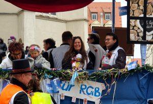 Auch Stadträtin Dagmar Schmidl strahlte vom CSU-Wagen