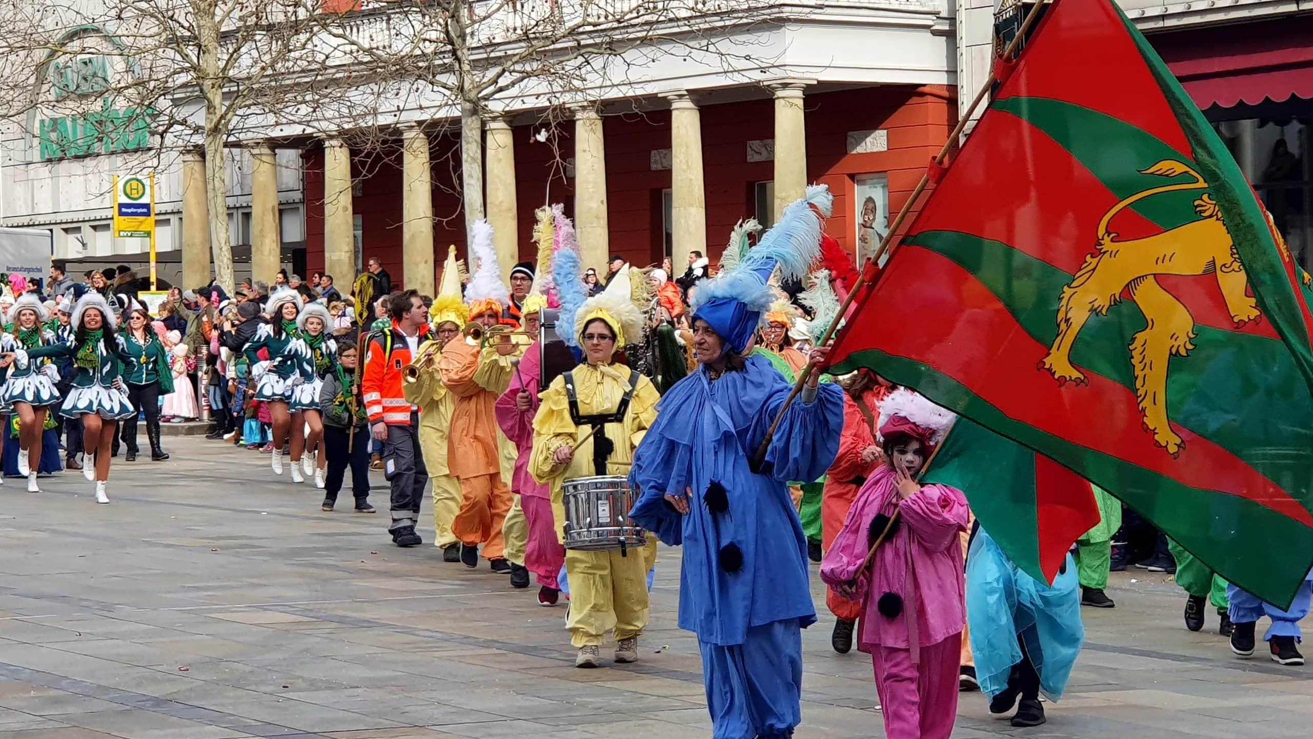 Karnevalsgesellschaft Narragonia organisiert buntes Spektakel in Regensburg Bildergalerie: Ostbayerischer Faschingszug 2020