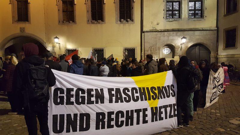 Gegen rechten Terror Spontan-Demo beim Alten Rathaus in Regensburg