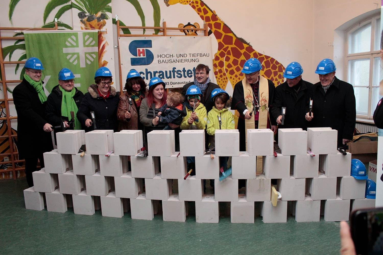Regensburg: Hammerschlag für das Haus Mutter und Kind der KJF Dank an großherzige Unterstützer und Weggefährten