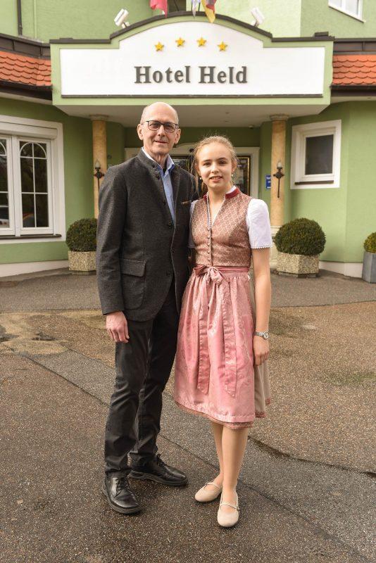 Wohlfühlen im Vier-Sterne-Hotel Held in Regensburg-Irl Sonntag großes Faschingsbuffet