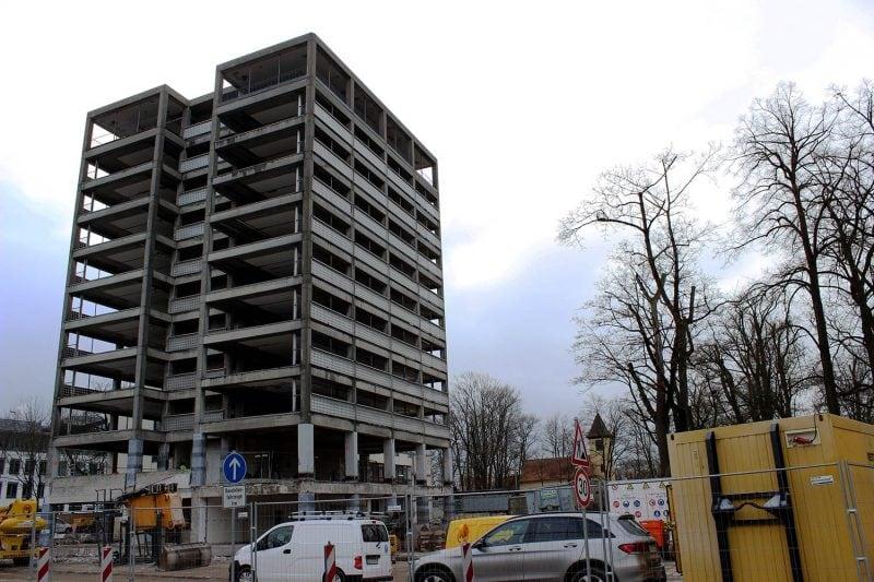 Sonntag in Regensburg: Bahnhofs-Areal wird No-Go-Area Sprengung des Wirsing-Turms / Straßensperrungen von 9 bis 12 Uhr / Linienbusse werden umgeleitet