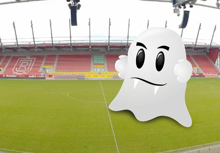 Ein Geist geht um im Fußballstadion Wegen des Coronavirus spielt der Jahn Regensburg gegen Holstein Kiel vor leeren Rängen