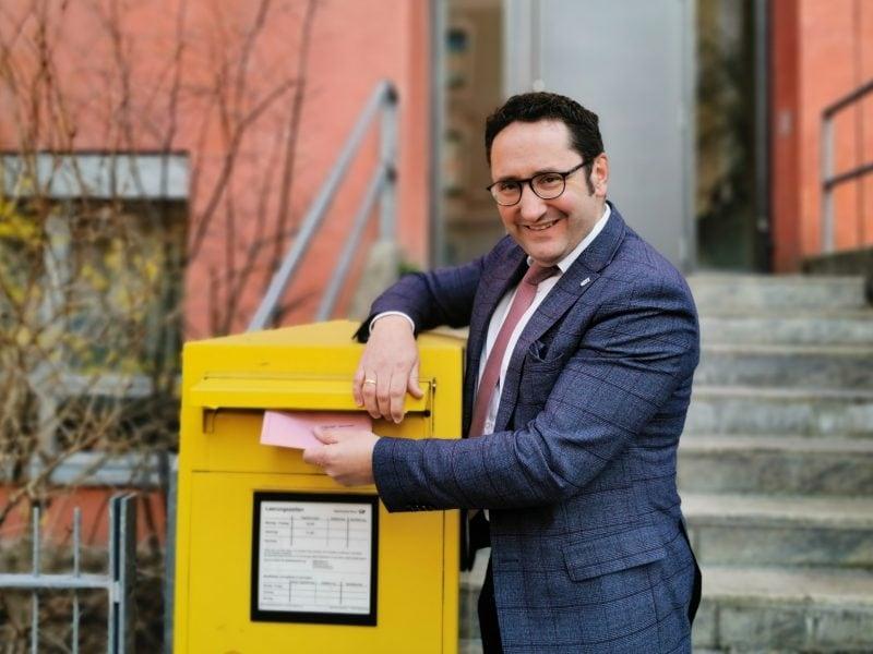 Stichwahl in Bayern: Sonderleerung mit der Deutschen Post vereinbart Der Regensburger Landtagsabgeordnete Tobias Gotthardt ruft zu hoher Wahlbeteiligung auf