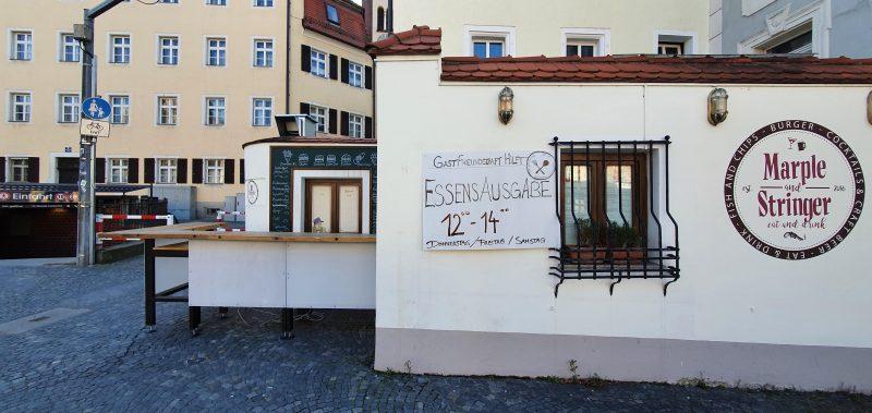 """Krise bringt Menschen näher zusammen """"Gastfreundschaft hilft Regensburg"""" unterstützt Bedürftige und Obdachlose mit Gratis-Mahlzeit"""