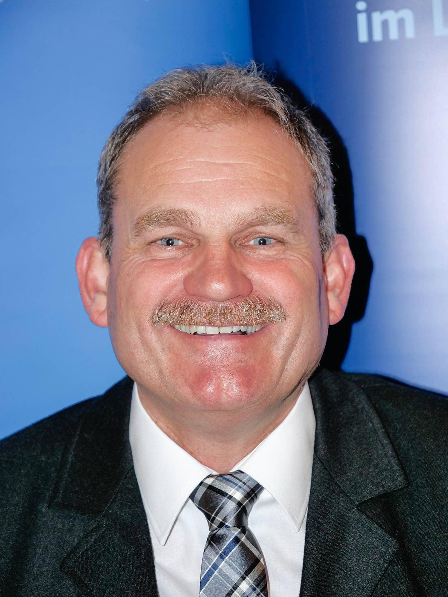 In Aufhausen wird Toni Schmid (CSU) in den kommenden sechs Jahren die Geschicke im Rathaus übernehmen, er lag in der Stichwahl mit seiner Konkurrentin Melanie Sperl bei einer Wahlbeteiligung von 77,06 Prozent vorne und konnte 54,87 Prozent der Wählerstimmen auf sich vereinen.