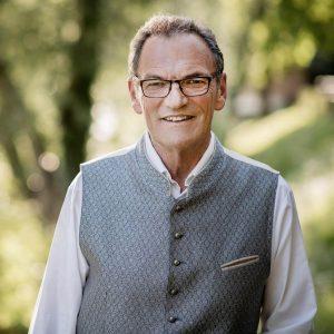 Johann Thiel (CSU) wurde in Barbing mit 67,34 Prozent wiedergewählt und hatte einen Gegenkandidaten, Hans-Peter Landsmann (Freie Wähler/Bürgerforum). Die Wahlbeteiligung liegt bei 67,51 Prozent.