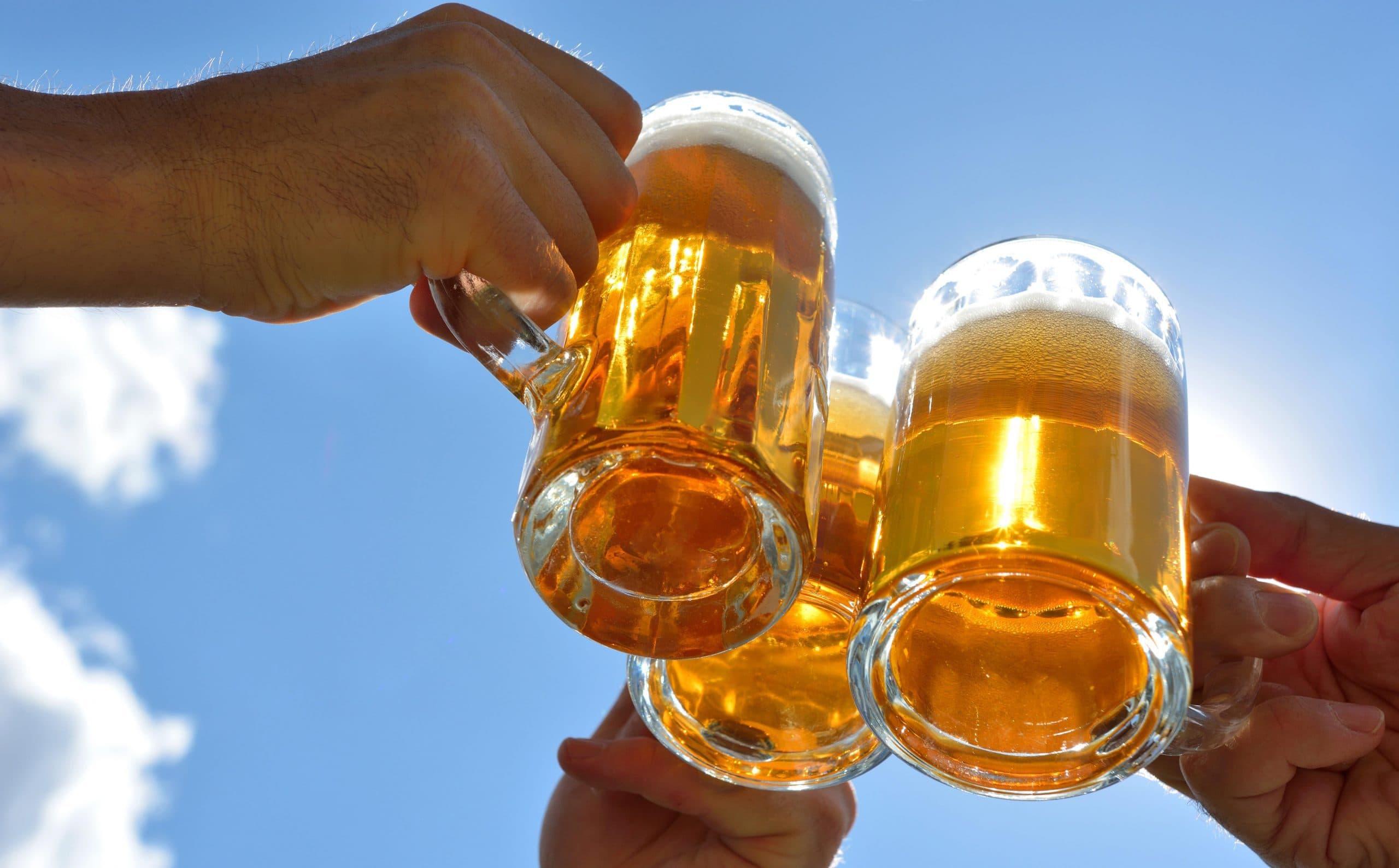 Corona wackelt an bayerischen Grundfesten Wirtshäuser und Biergärten geschlossen, Volksfeste abgesagt - Brauereien in der Bier-Krise