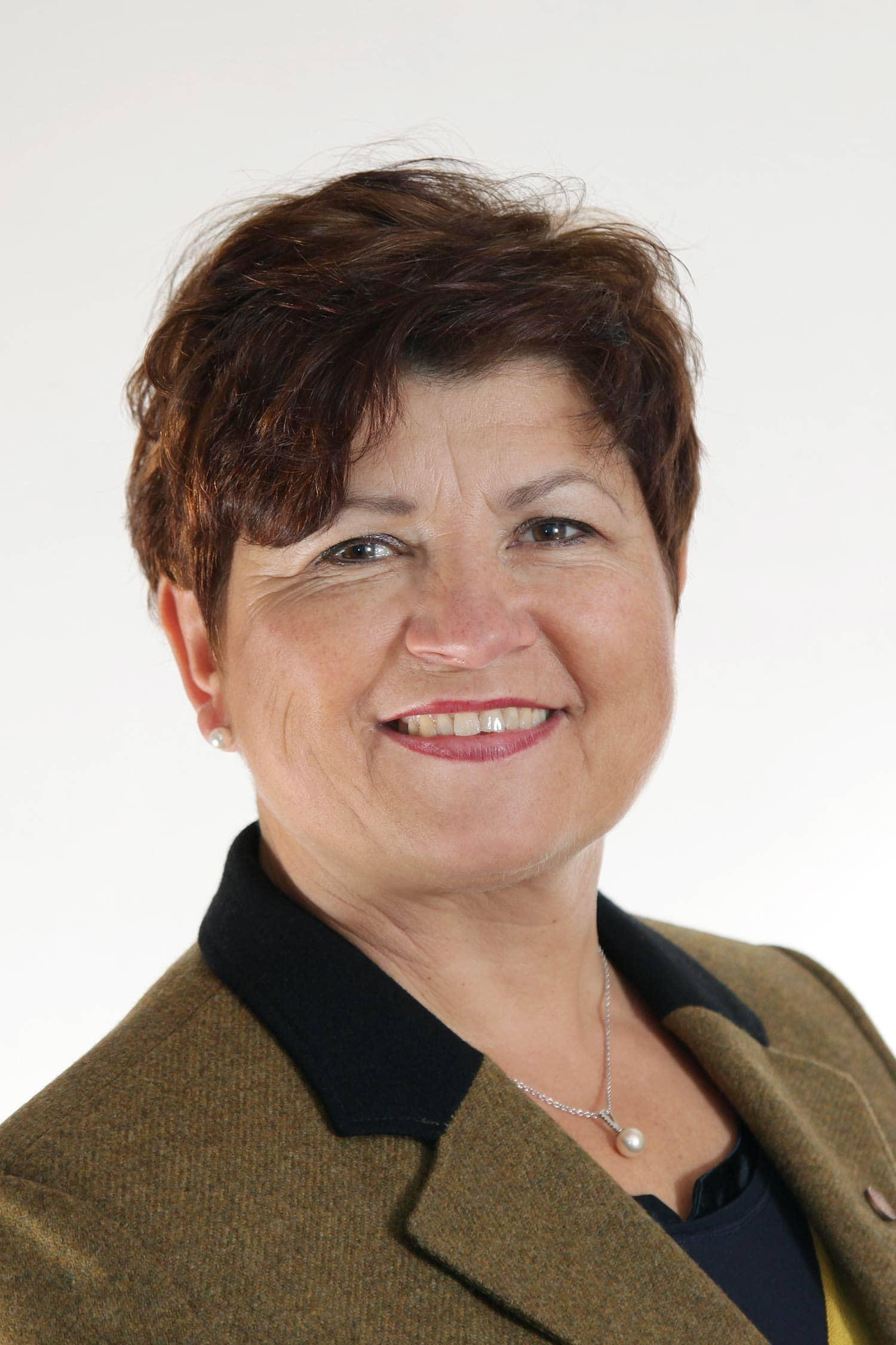 In Brennberg trat die amtierende Bürgermeisterin Irmgard Sauerer (Freie Wählerschaft Brennberg) als einzige Kandidatin an und wurde mit 90,03 Prozent wiedergewählt. 2008 wurde sie mit 57,88 Prozent gewählt und 2014 ohne Gegenkandidaten mit 92,65 Prozent wiedergewählt. Auf 9,97 Prozent der Stimmzettel standen am Sonntag, 15. März, andere, von Wählern vorgeschlagene Personen. Die Wahlbeteiligung liegt bei 70,01 Prozent.