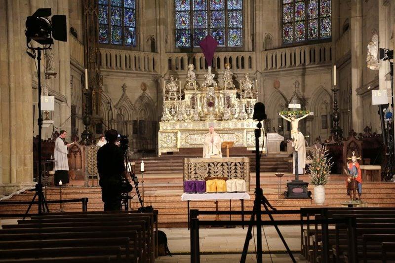 Feier des weißen Sonntags im Dom Liveübertragung im Internet und Regionalfernsehen
