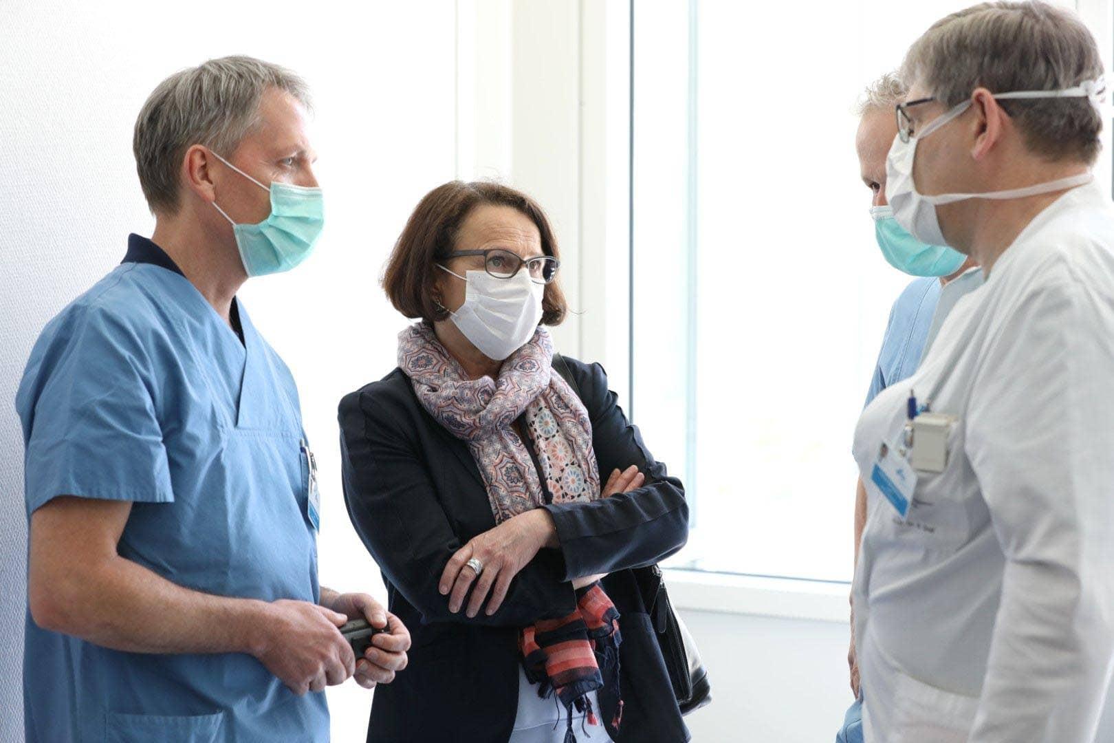 Einblick in den Klinikalltag Bürgermeisterin Gertrud Maltz-Schwarzfischer besucht Uniklinikum