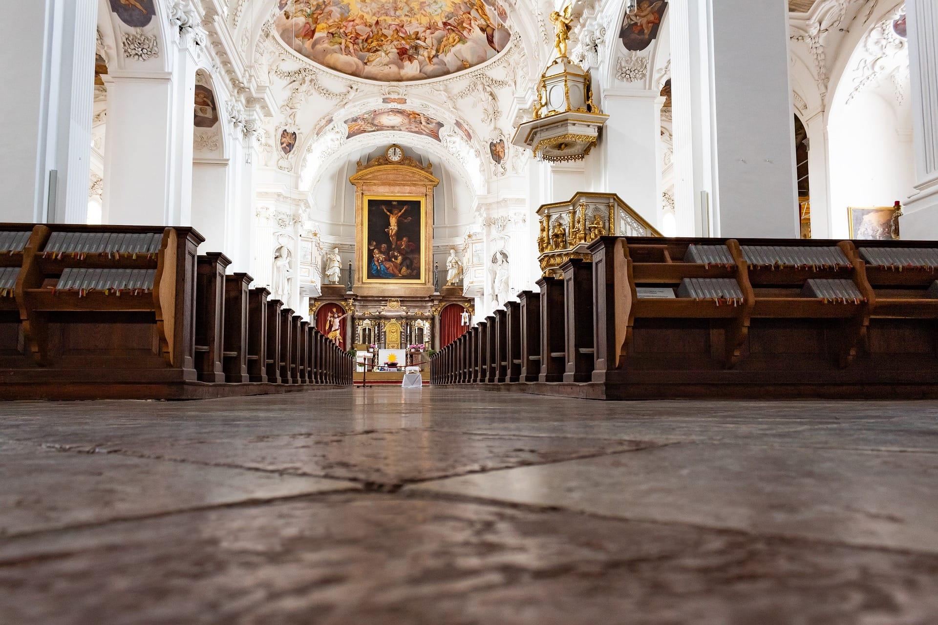 """Voderholzer für Lockerung der Ausgangsbeschränkungen Regensburgs Bischof: """"Kirche lebt von der Versammlung"""""""