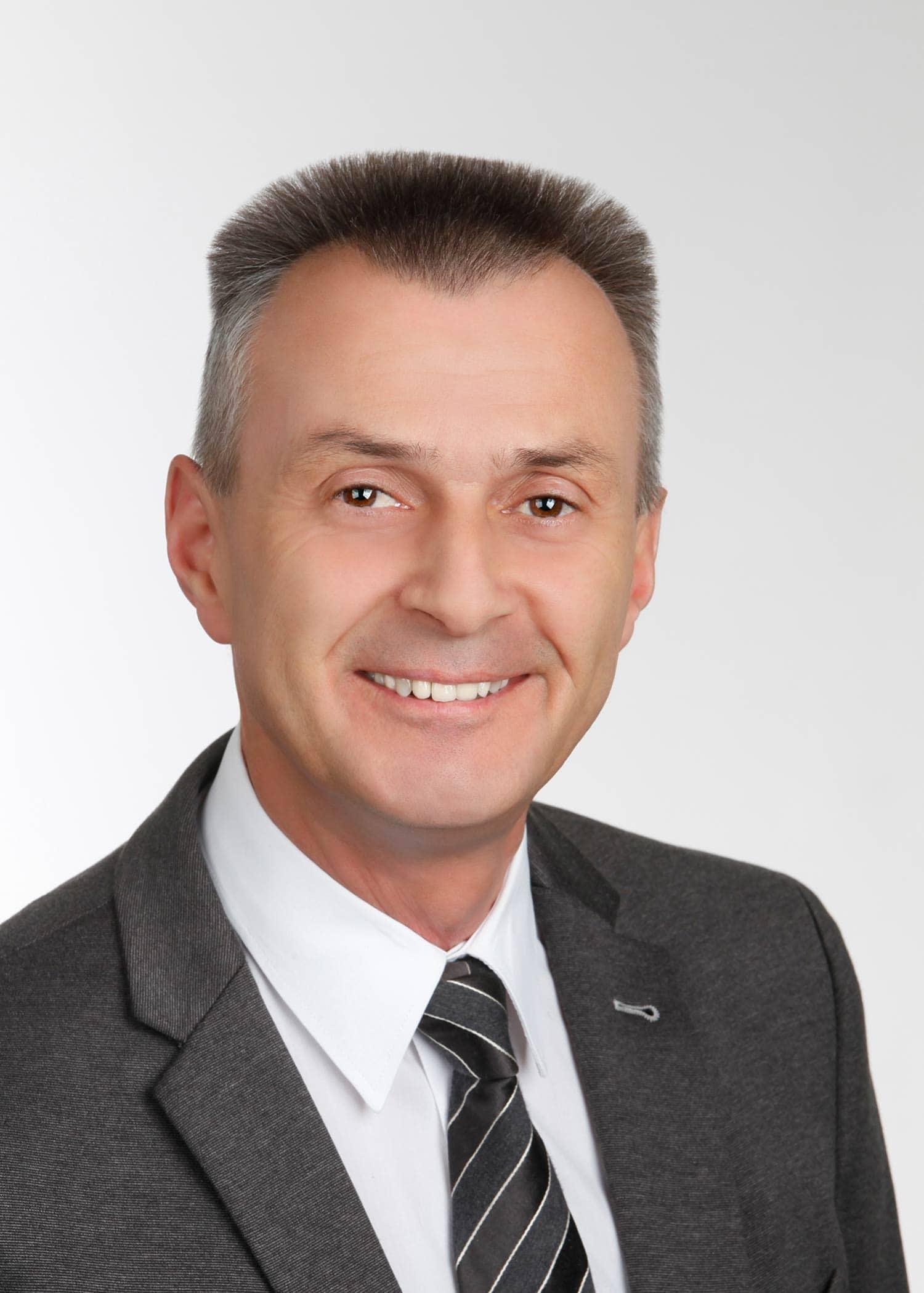 Amtswechsel in Pfatter: Knapp gewann Johann Biederer von der FWG (Freien Wählergemeinschaft) mit 56,23 Prozent der Stimmen vor seinen Konkurrenten Jürgen Koch von der CSU/UW (Christlich-Soziale Union/ Unabhängige Wähler).