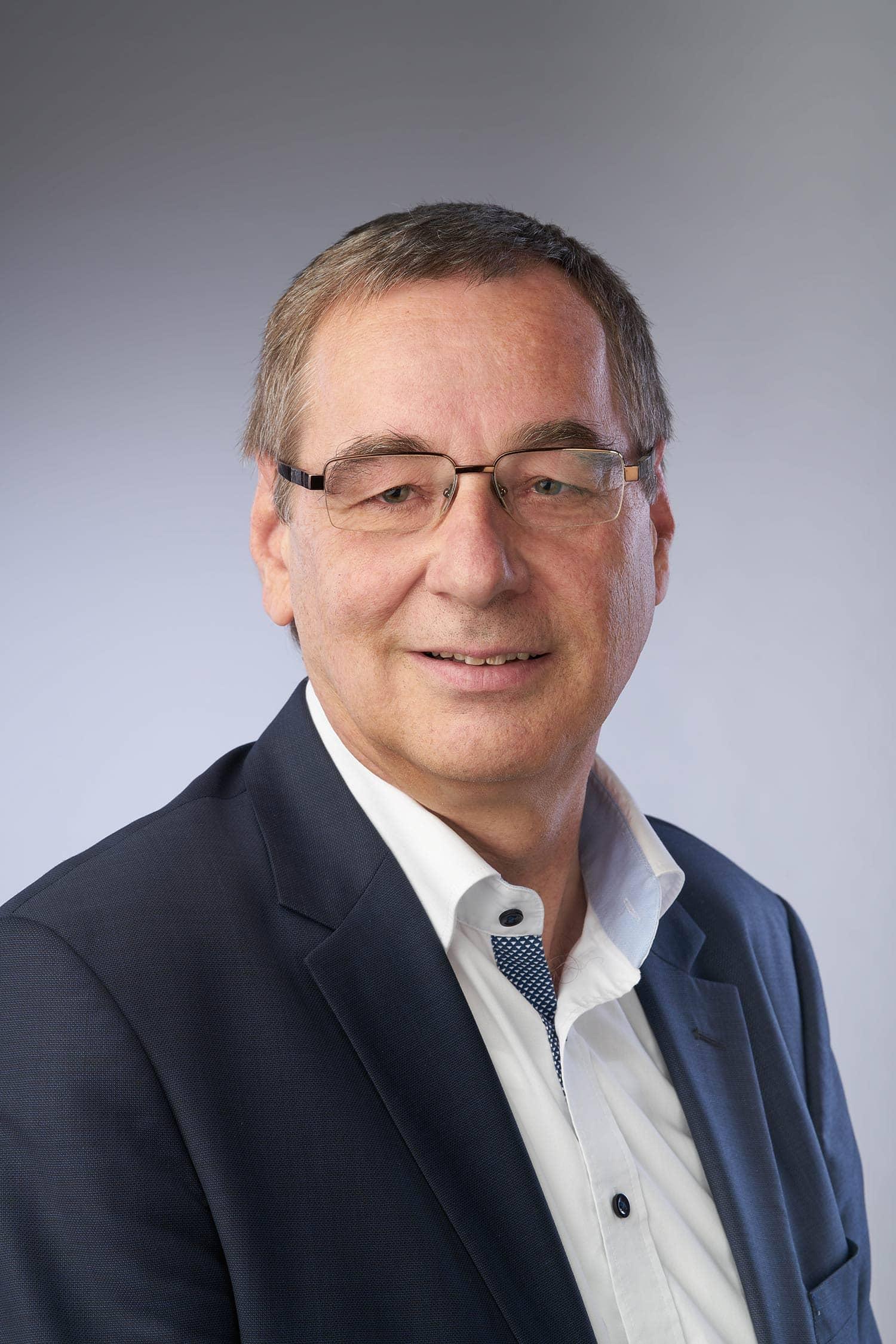 In Pielenhofen folgt Rudolf Gruber (FW) am 1. Mai Reinhold Ferstl auf den Bürgermeistersessel. Gruber, der aktuell dritter Bürgermeister ist, holte 62,76 Prozent. CSU-Kandidatin Bettina Willamowski holte 28,77 Prozent. Der Rest der Stimmen ging an den Bewerber der Grünen. Die Wahlbeteiligung lag bei 70,41 Prozent.