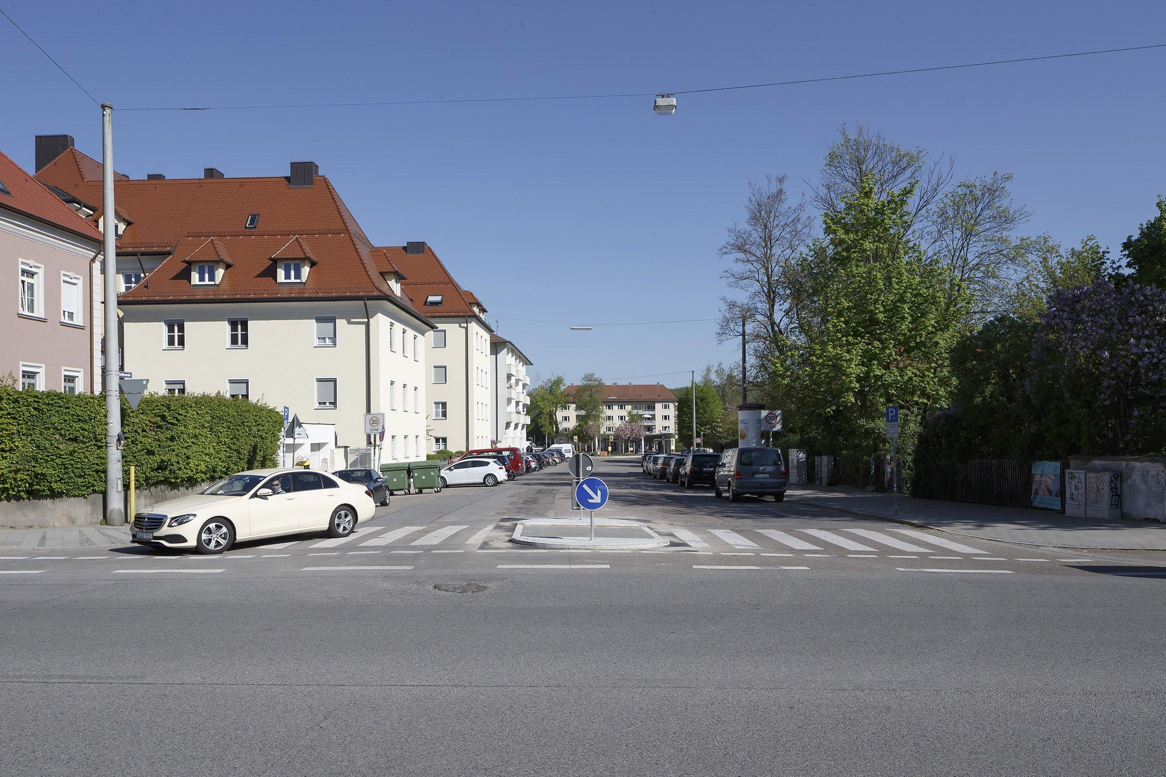 Neue Querungsmöglichkeiten in der Prüfeninger Straße Zwei Mittelinseln im Umfeld des Goethe-Gymnasiums bis Anfang Mai