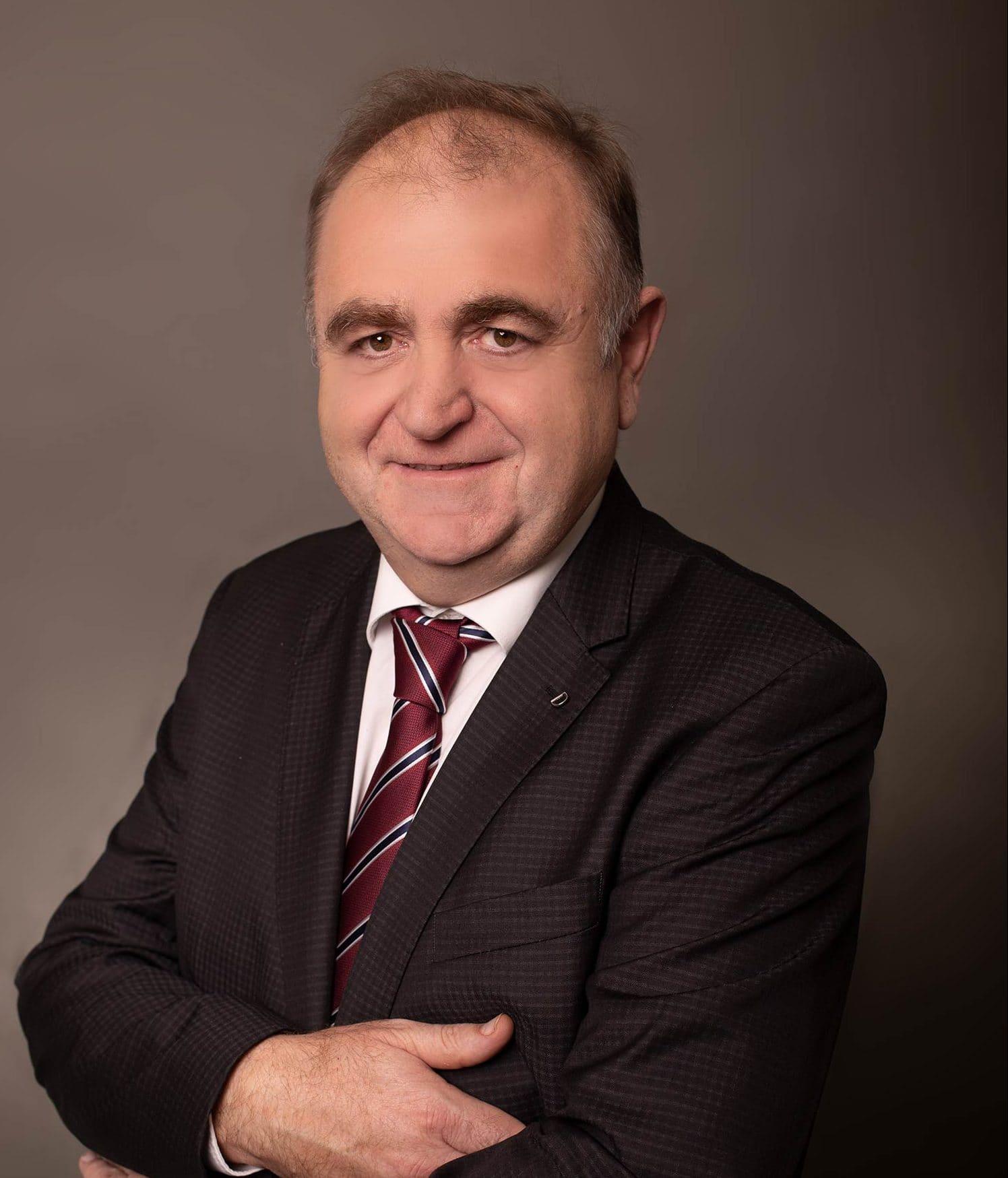 In Tegernheim wird Maximilian Kollmannsberger (FWG) auch in den kommenden sechs Jahren das Sagen haben. In der Stichwahl holte er 54,33 Prozent der Wählerstimmen. Sein Konkurrent Jürgen Beier (CSU) erreichte ein Ergebnis von 45,67 Prozent.