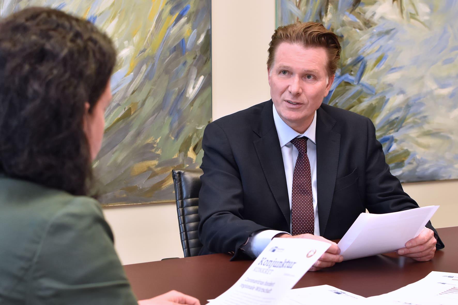 IHK Umfrage: Coronavirus fordert Ostbayerns Wirtschaft Folgen für die Wirtschaft und Wege aus der Krise