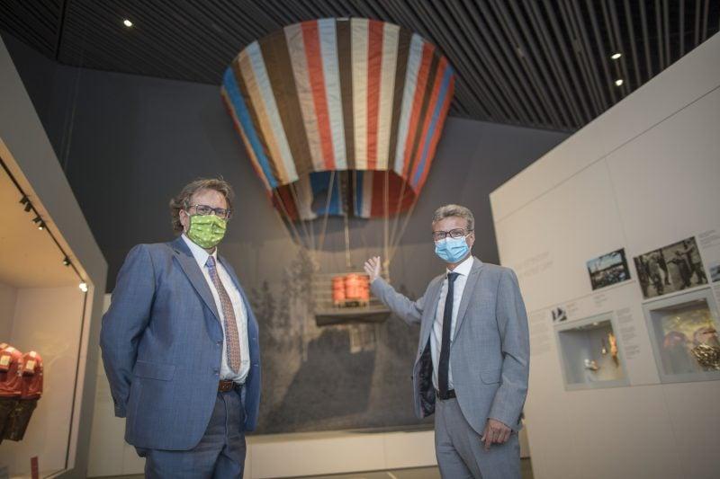 Das Museum des Hauses der Bayerischen Geschichte in Regensburg hat seinen Betrieb wieder aufgenommen Zum einjährigen Geburtstag am 4. Juni wird die Dauerausstellung um viele Attraktionen reicher sein. Bereits am Eröffnungstag steigt der Fluchtballon von Naila endlich auf