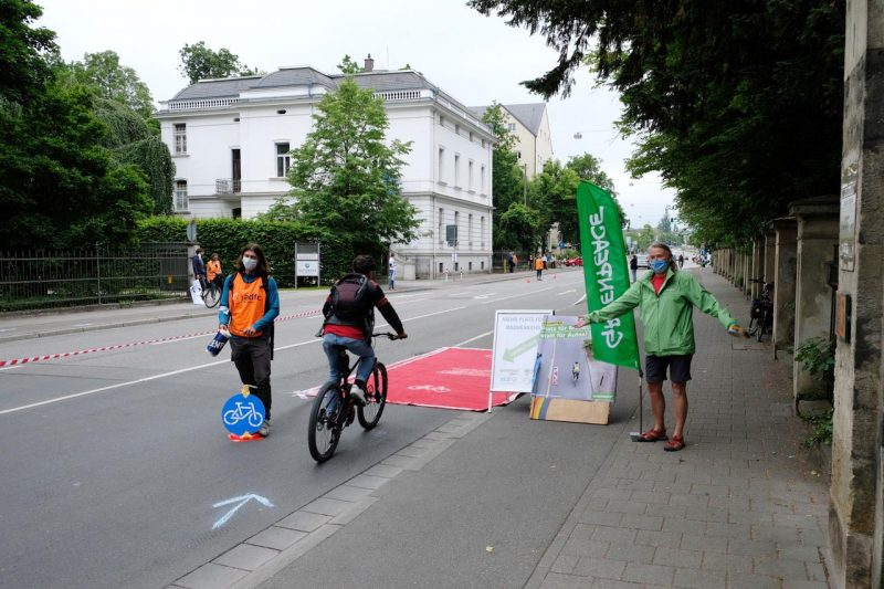 Pop up bikelane in der Kumpfmühler Straße