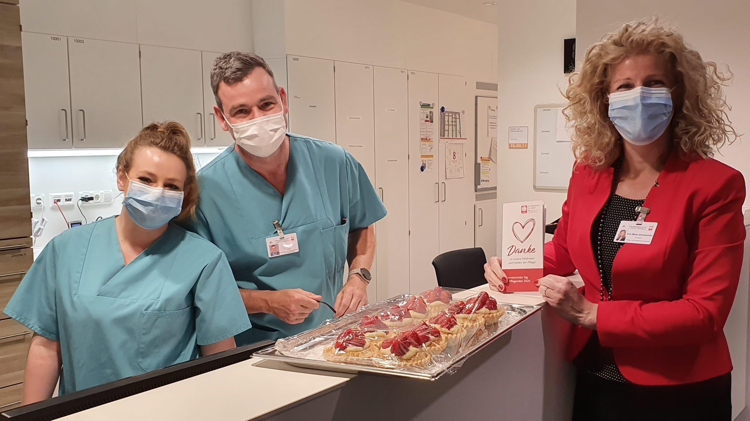 Respekt und Anerkennung für Pflegende Caritas-Krankenhaus St. Josef verteilt süßes Dankeschön zum Tag der Pflegenden