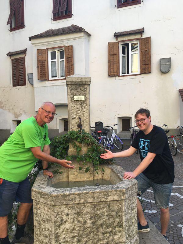 Jugendring drängt auf schnelle Installation von Trinkwasserbrunnen in der Stadt Regensburg Blizz Leserreporter: Für den Umweltschutz ein Zeichen setzen