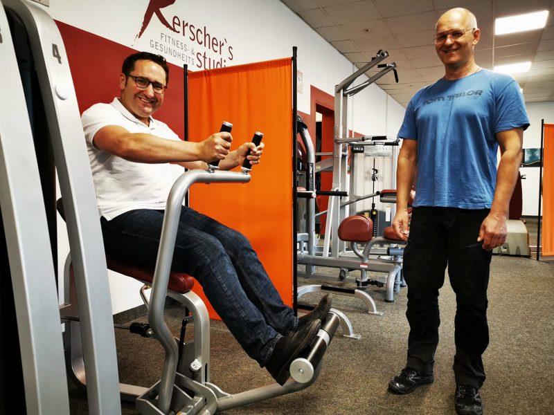 Ein Kraftakt: Über Hygienekonzepte im Fitnessstudio informiert Blizz Leserreporter: In den bayerischen Fitnessstudios darf endlich wieder trainiert werden