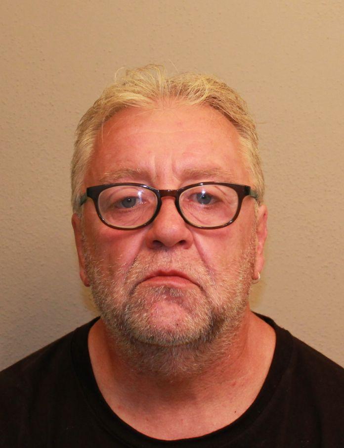 Zwei tote Personen in Schwandorfer Wohnung aufgefunden / Fahndung Wer hat den Tatverdächtigen Karlheinz Rappl gesehen?