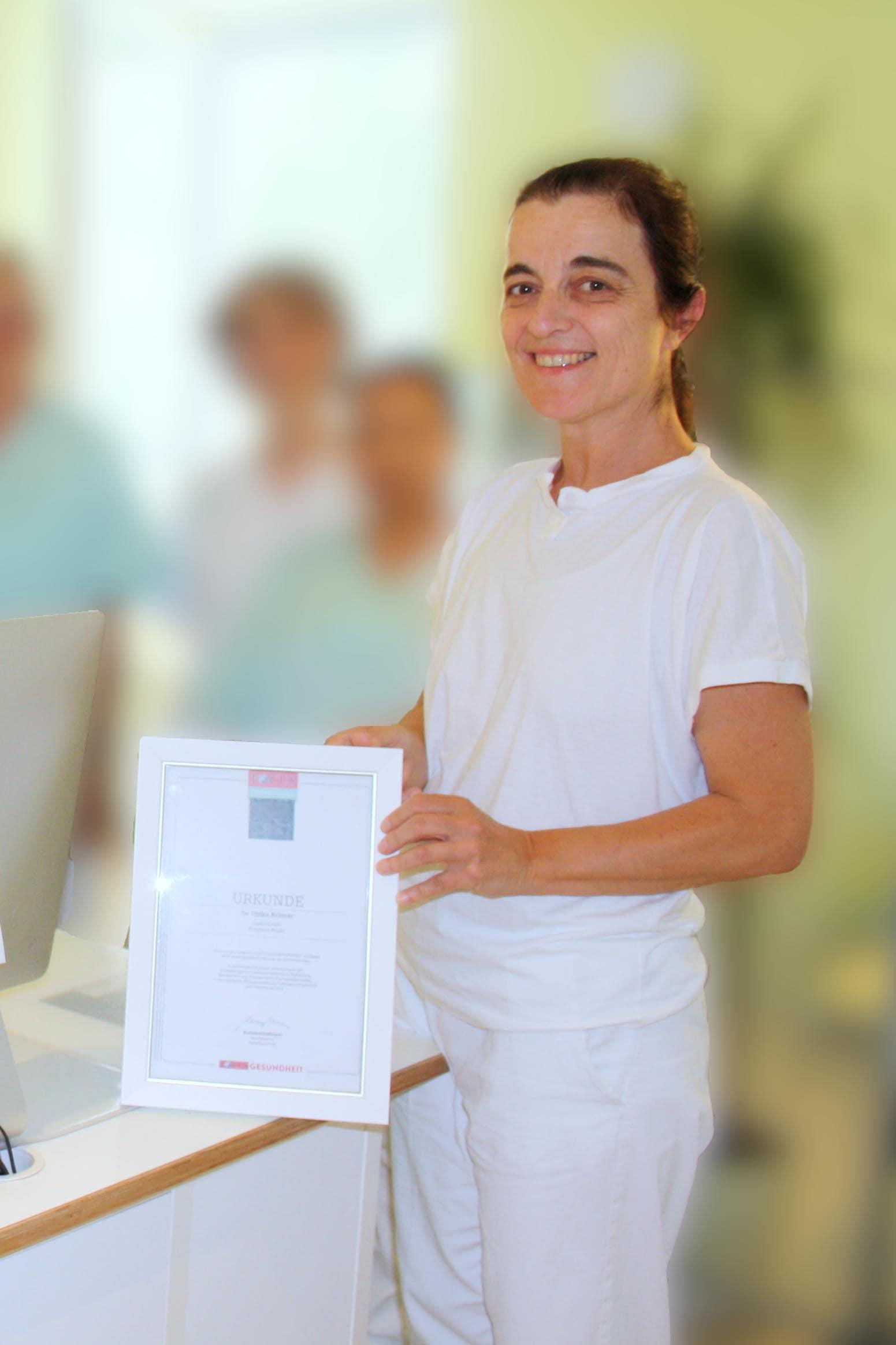 Zahnärztin mit Praxis im FachArztZentrum Bogen vom FOCUS-Magazin ausgezeichnet Dritte Auszeichnung in Folge für Dr. med. dent. Ulrike Krinner