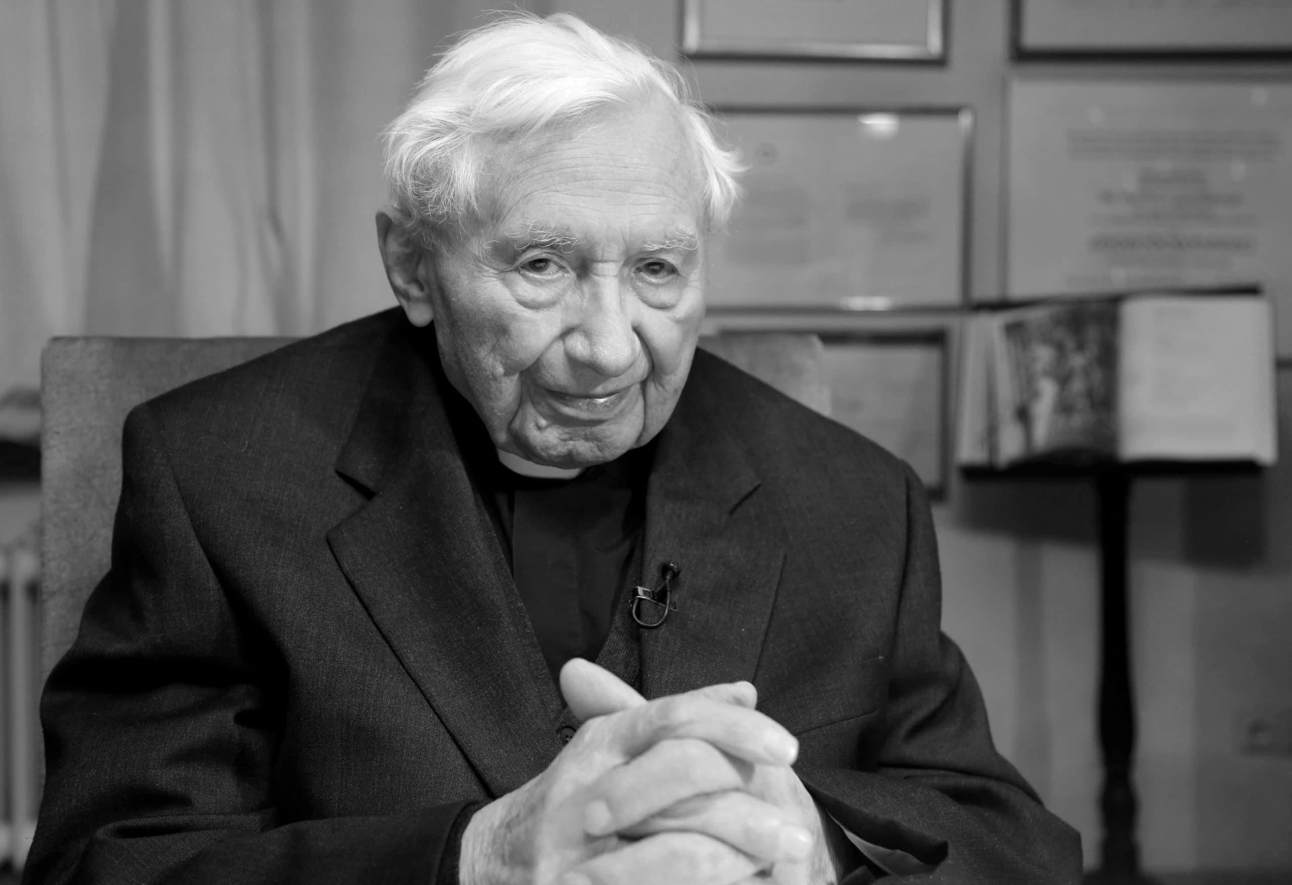 Trauer um Georg Ratzinger Bruder des emeritierten Papstes Benedikt XVI. am heutigen Mittwoch in Regensburg verstorben