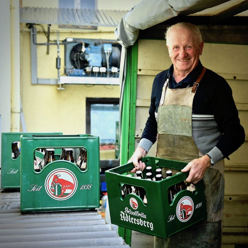 """Der """"Bier-Heiner"""" vom Adlersberg – fast täglich auf dem """"Bock"""" Heinrich Zenger werkelt seit 60 Jahren ununterbrochen für die """"Prössls"""" – jetzt als Bierfahrer"""