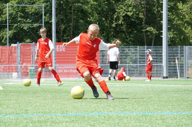 Trainieren  wie die Profis In den Sommerferien in die Jahn-Fußballschule