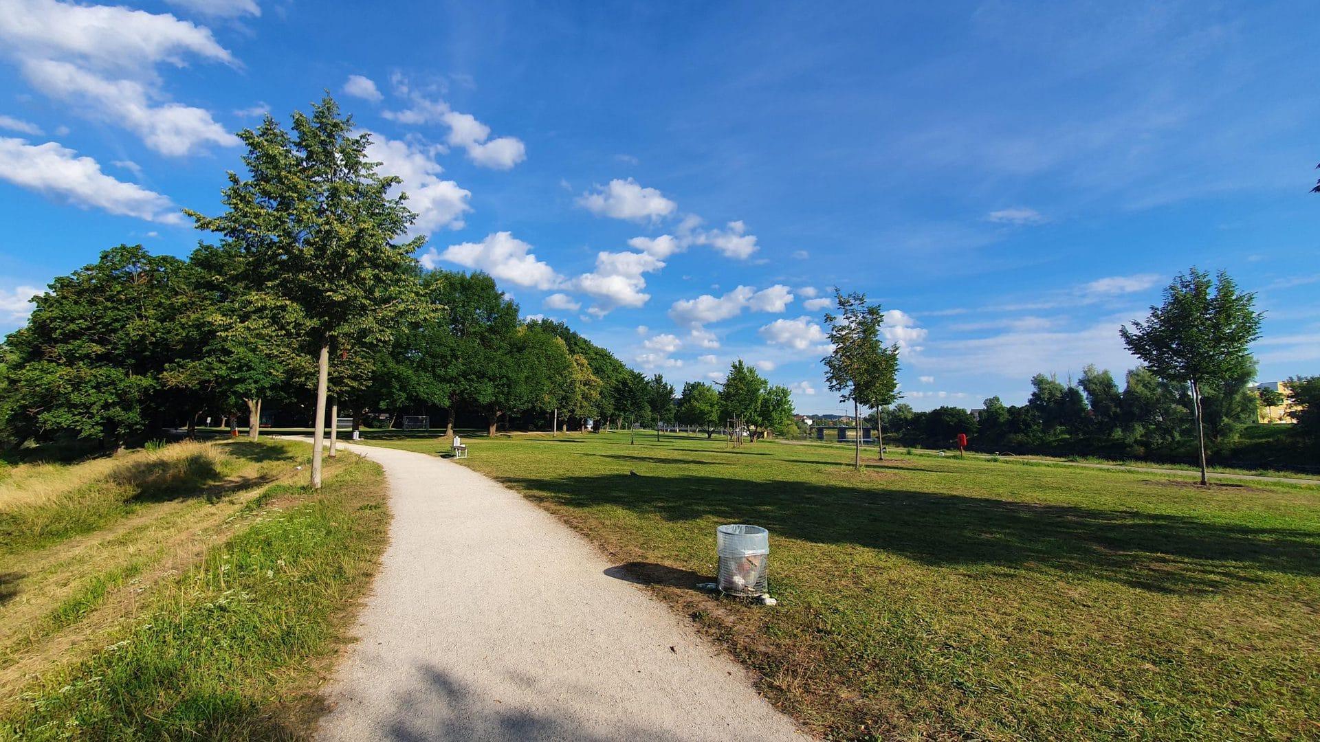 Donauidylle oder Partyzone? Spannungen zwischen Anwohnern und Feiernden in Regensburg wachsen