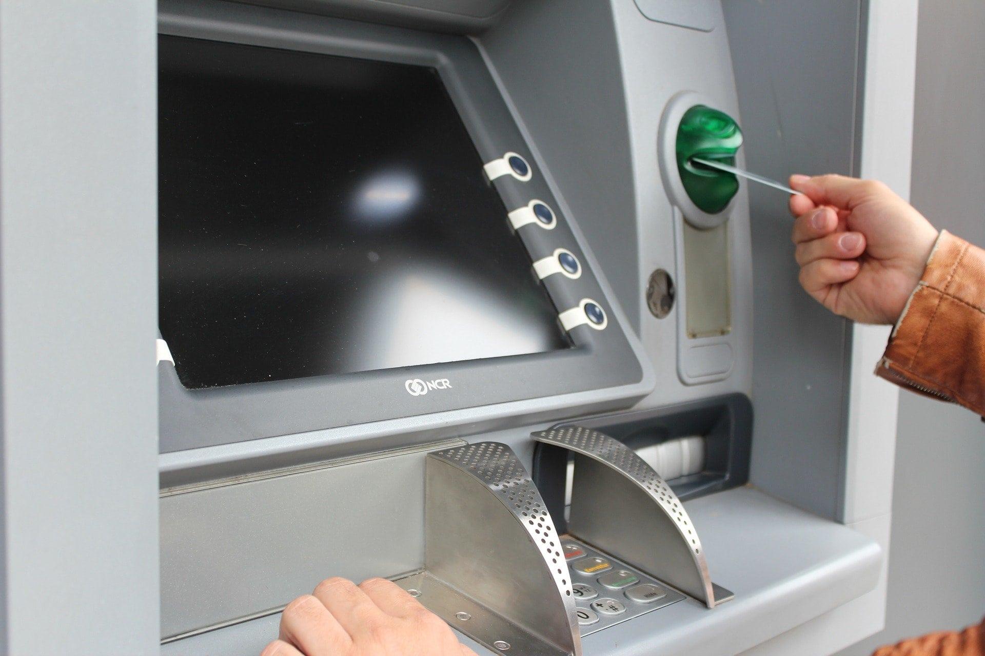 Mit gestohlenen EC-Karten Geld abgehoben Polizei rät: Lernen Sie am besten Ihre PIN auswendig!